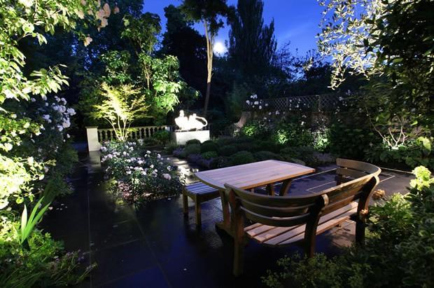 Iluminação LED no Jardim