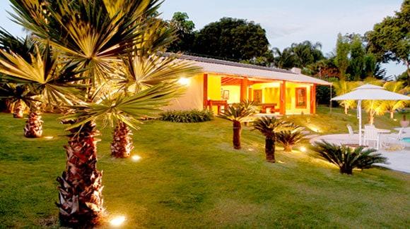 Aplicação do Refletor de LED 50W em Jardim