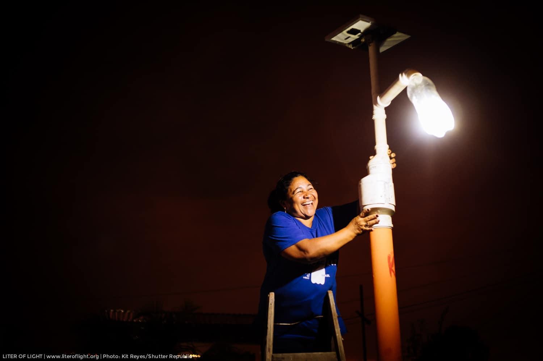 Litro de Luz, Uma Parceria Que Ilumina o Mundo