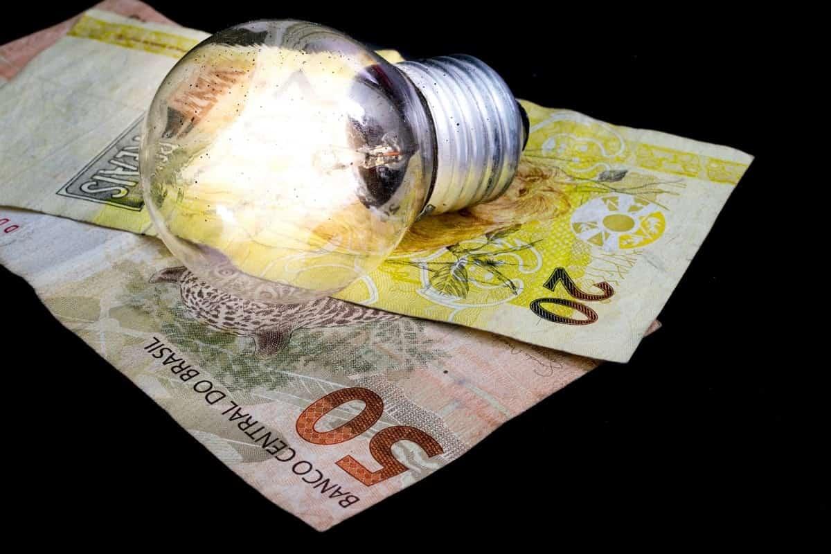 Como o aumento de energia pode IMPACTAR as Empresas em 2019, e como a Iluminação LED pode AJUDAR a REDUZIR os CUSTOS com ENERGIA ELÉTRICA?